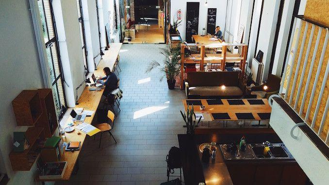 CoworkingTische sind mehr als nur ein Brett mit vier