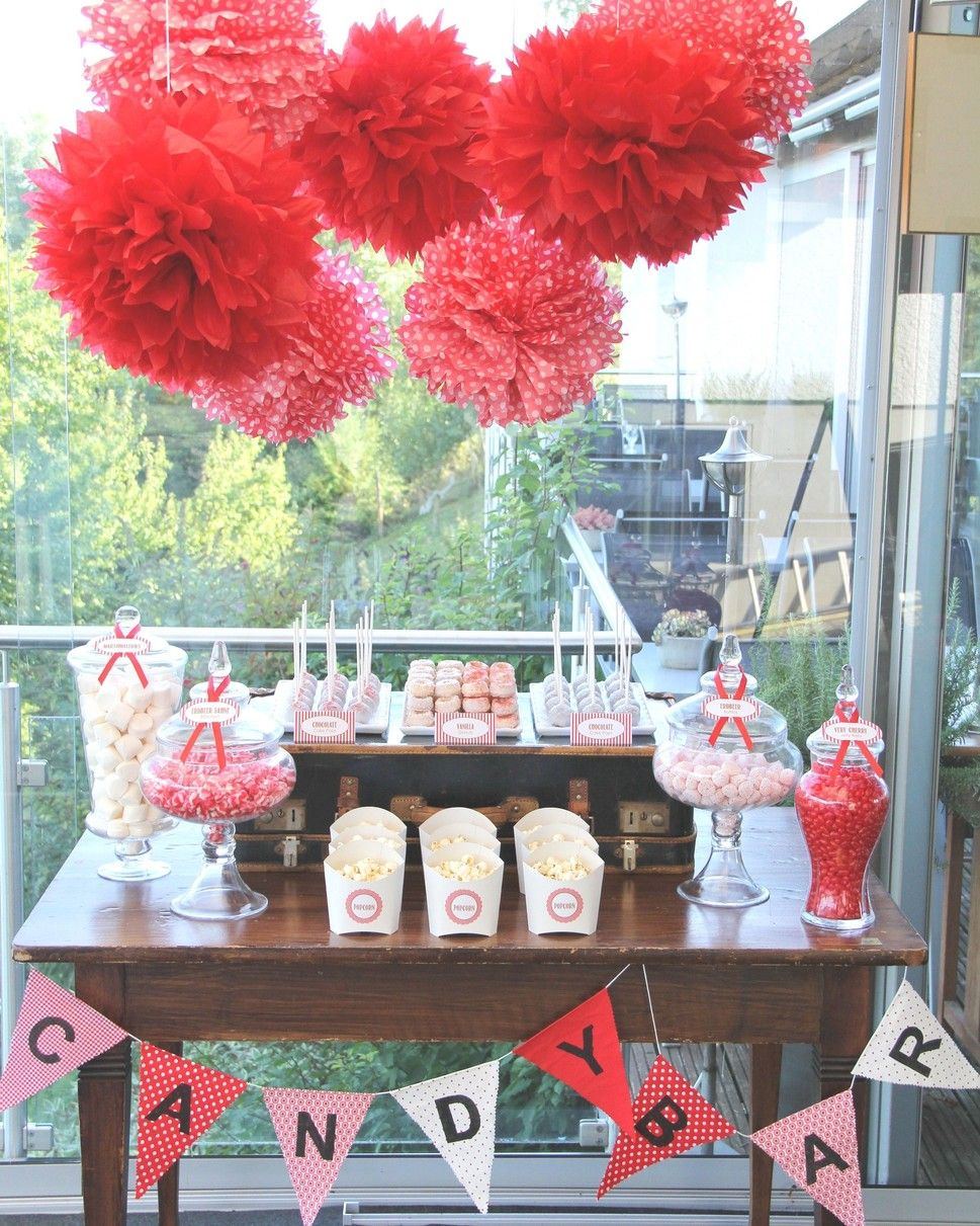 pompons f r candy bar candy buffet sweet table im 50er jahre look mit viel rot weiss details. Black Bedroom Furniture Sets. Home Design Ideas