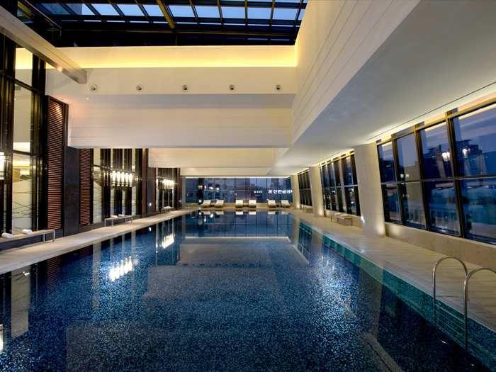 Hotel indoor pool luxury  http://conradhotels3.hilton.com/en/hotels/south-korea/conrad-seoul ...