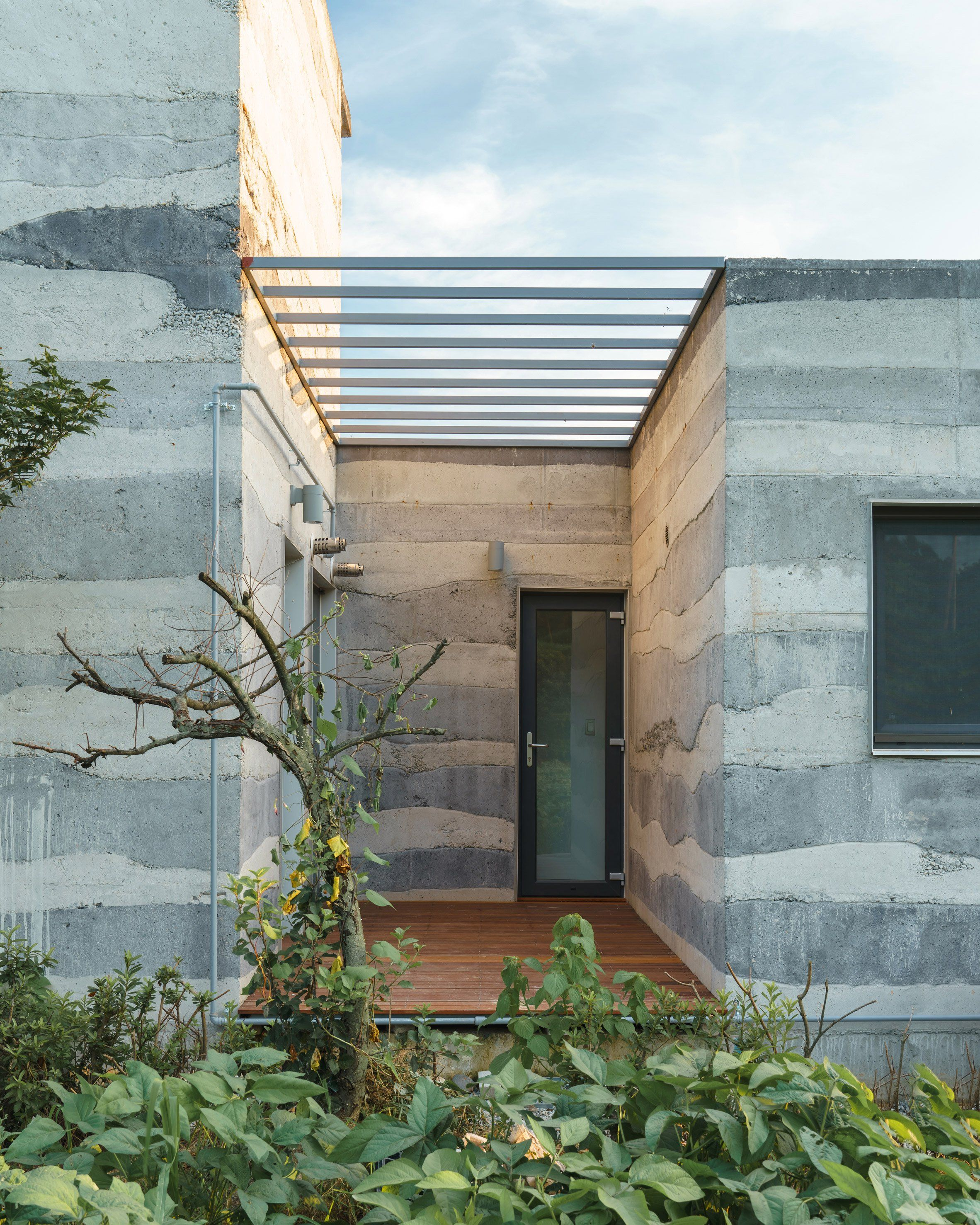 Stratum House By Stpmj Architecture With Images Concrete Architecture Concrete Houses Concrete Casting