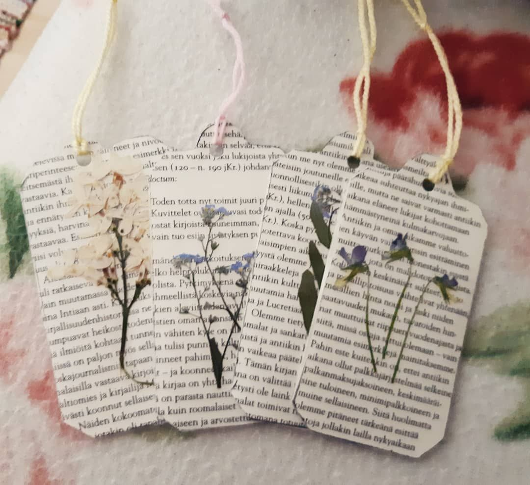 Here Are Some Aesthetic Old Styled Bookmarks I Made From Real Flowers And Old Books Booktag Handcraft Handicraf Creative Bookmarks Diy Bookmarks Sewing Kit