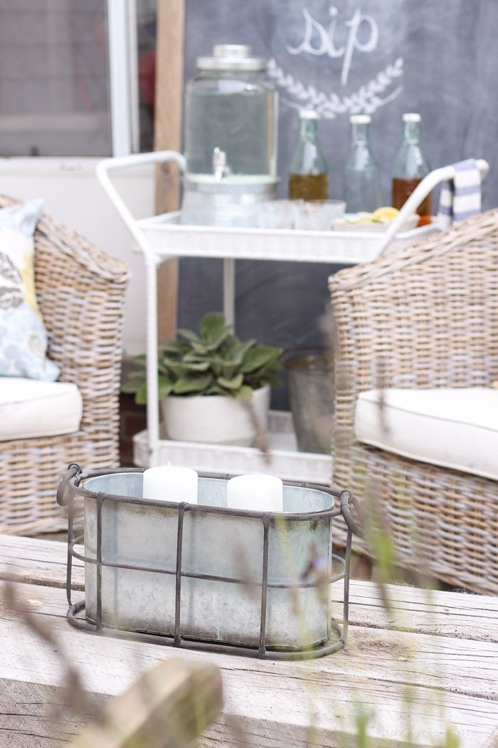 This Gorgeous Patio Is Perfect For Summer Entertaining Learn How To Create A Simple Yet Stunning Outdoor Bar Cart Your Next Party