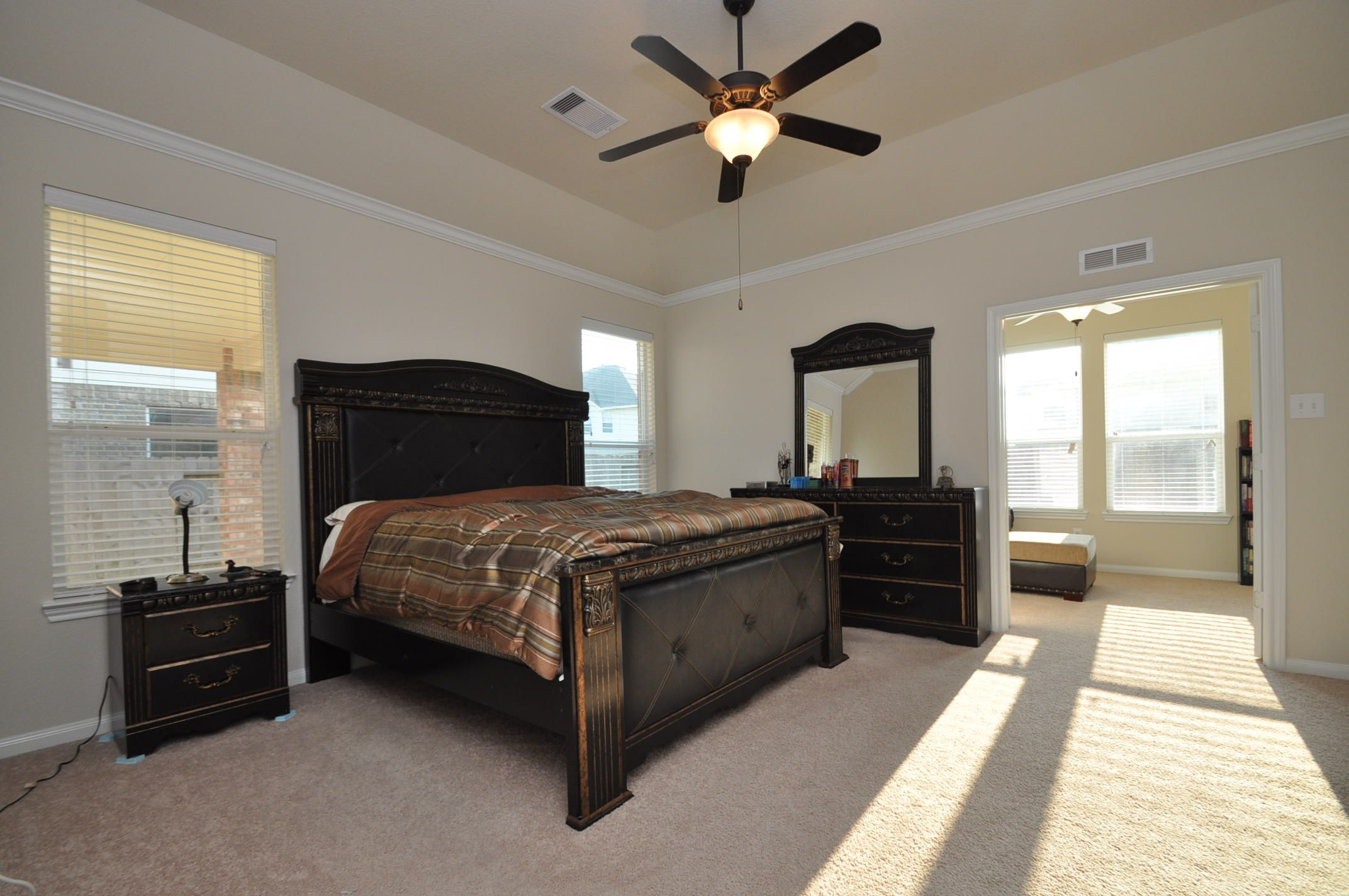 Best Large Master Bedroom With Separate Study Area Or Setting 400 x 300