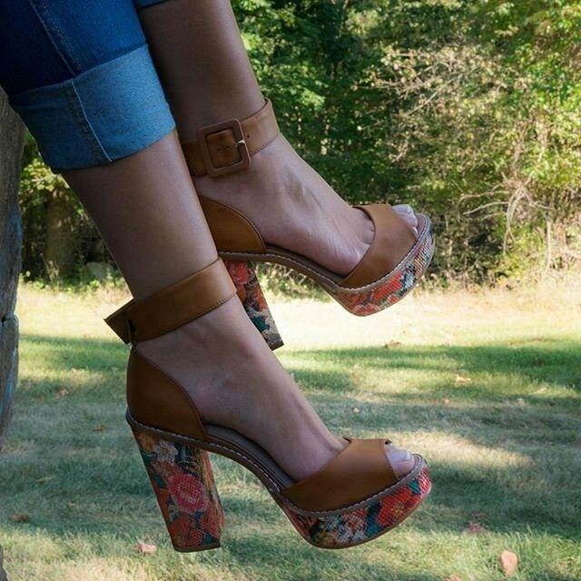 Tudo tem limites. Menos a minha vontade de comprar sapatos novos. #shoeslovers #tanaralovers #shoesfirst