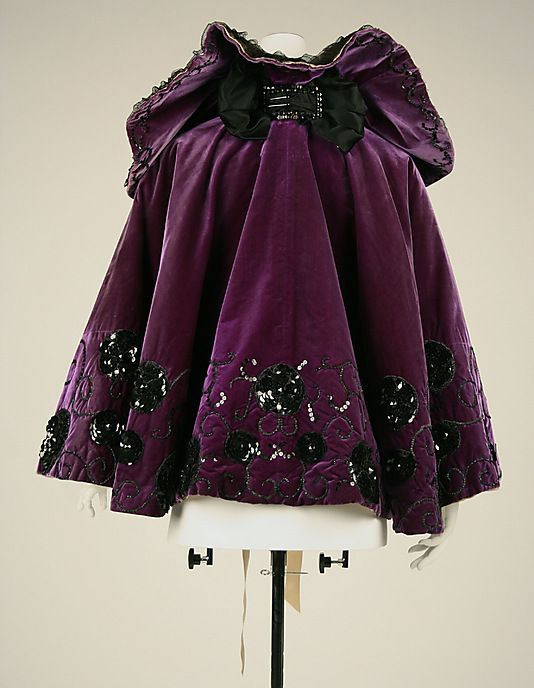 Silk Evening cape, 1894-1898, American or European, via Vista de la espalda.