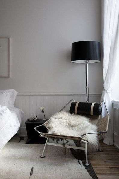 Gentil Bedroom   A Modern Armchair And Floor Lamp Sitting On A Rug Atop A Hardwood  Floor