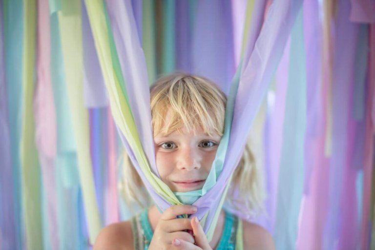 Make a Tablecloth Photo Backdrop is part of Clothes Photography Photo Booths - Learn how to make a great photo backdrop to use at your next party  You just need a few plastic tablecloths, a sharp pair of scissors, and string