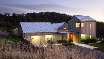 2020 Standing Seam Metal Roof Details Cost Colors And Pros Cons Maisons Exterieures Maison De Ferme Maison