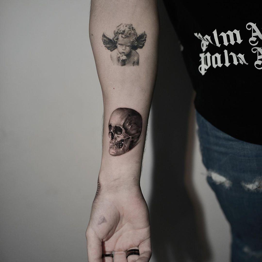 🔥🔥🔥💀 🔥🔥 Comente a baixo o que achou desta arte e marque aquele amigo(a) que deveria fazer uma tattoo comigo 🤜🏻🔥 🔥🔥🔥 @grupo_amazon  @cheyenne_brasil  #realismo #realistic #tattoorealism  #artfusion  #tattoo  #ink  #art #tattoodo #skinart #kwadron  #dragonfly  #bishop #bishopbrasil #bishoprotary #tattooart #blackandwhite #balckandwhithetattoo #inked  #tattootalents #magirotary #nikkohurtado  #SullenClothing  @tropicaldermoficial @tattoo2us @artfusiontattoocompany @tattoo2me @inkeeze @b