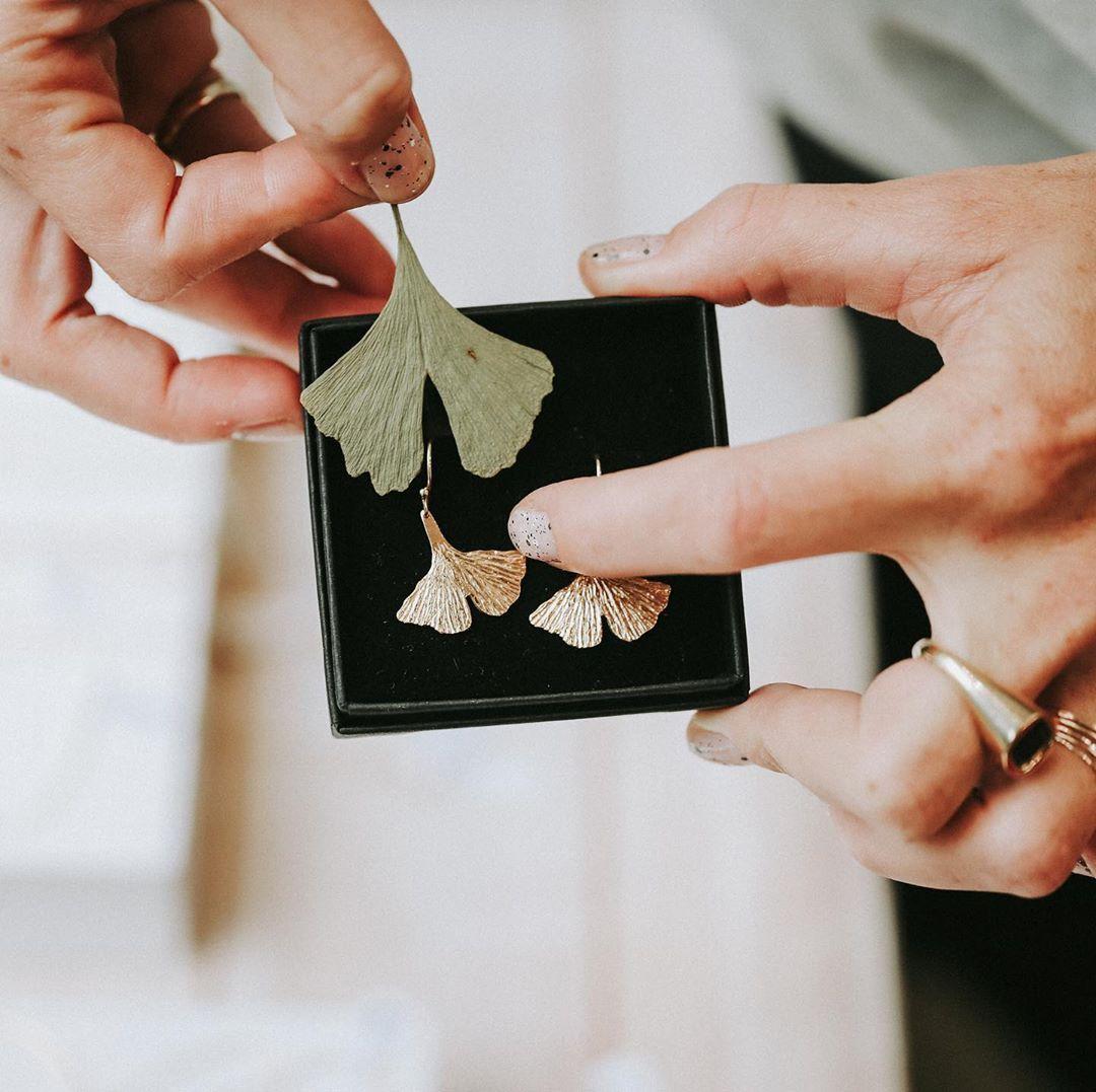 Polubienia 326 Komentarze 12 Matylda Zielinska Zielinska Matylda Jewelry Na Instagramie Prawie Takie Same Liscie Milor Fashion Wishlist Bags Clutch