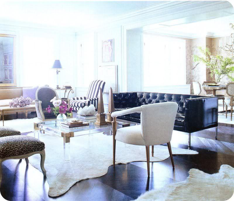 ELLE DECOR WHITE WALLS The tufted sofa