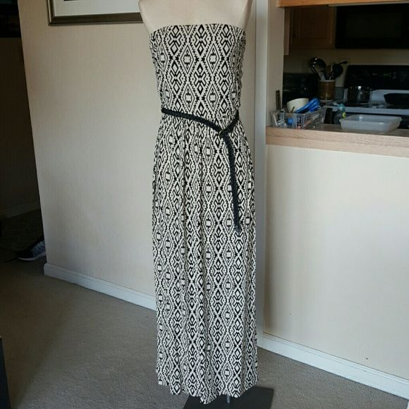 Forever 21 maxi dress size xl Great patterned beige and black maxi dress with belt by forever 21. Size xl. Like new, no defects. Forever 21 Dresses Maxi