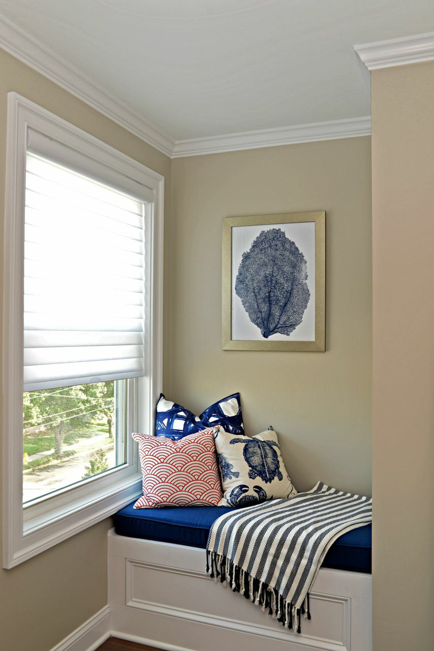 Guest room love! Navy / Coral / White bedroom. Nautical ...