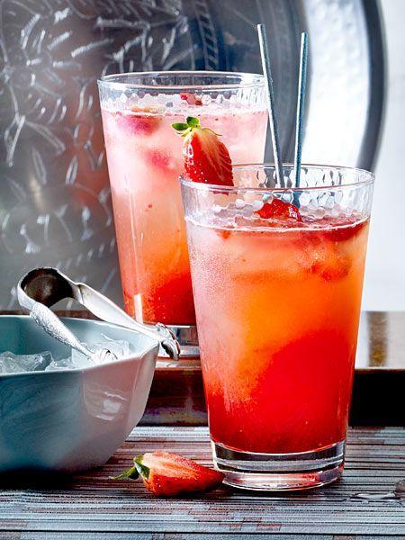 erdbeer gin fizz rezept in 2019 cocktail rezepte gin. Black Bedroom Furniture Sets. Home Design Ideas