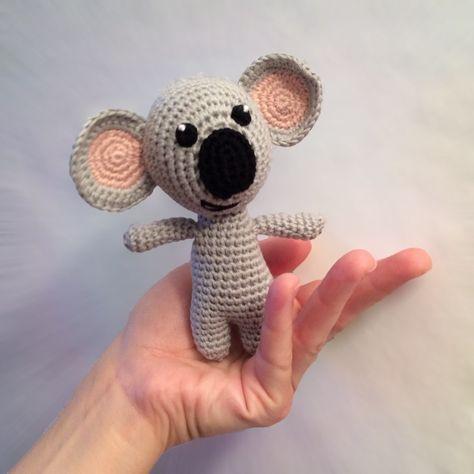 Heute teile ich eine freie Häkelanleitung für einen Koala-Bär mit ...