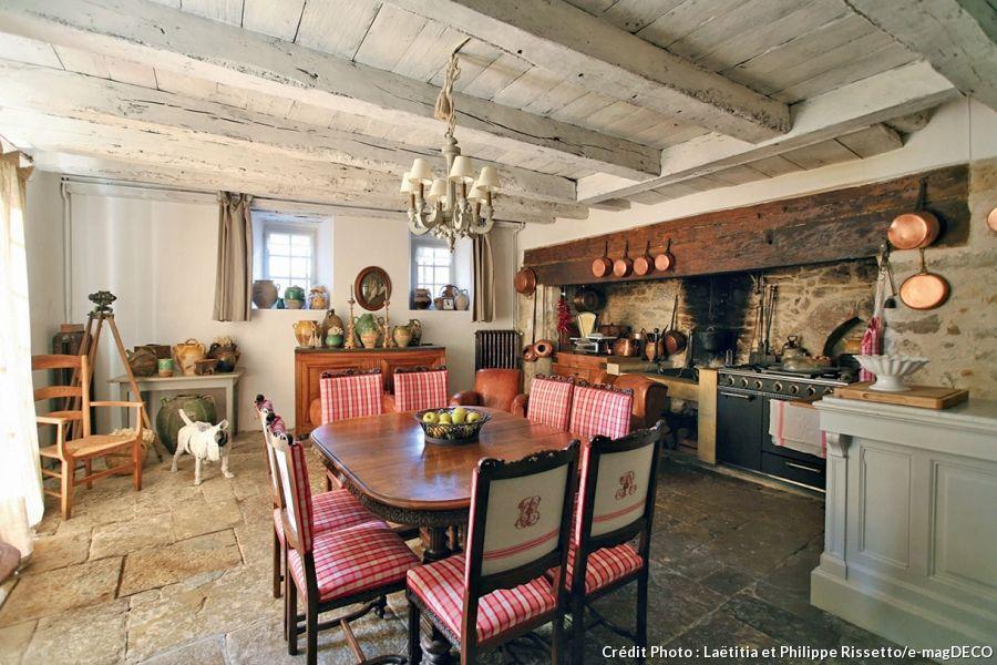 Le Château de Labro, une maison de charme en Aveyron Spain - deco maison ancienne avec poutre