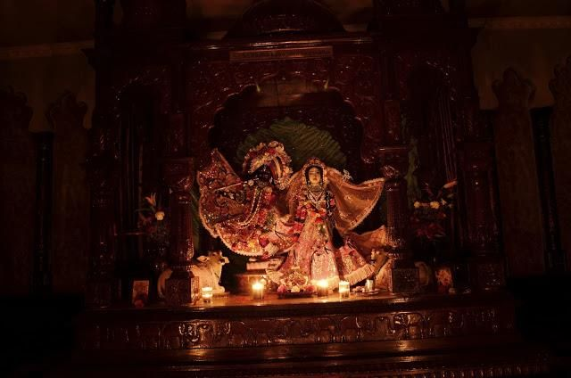 SEVERE WINTER STORM IN TORONTO LEAVES ISKCON TEMPLE WITH NO ELECTRICITY. DEFIANT DEVOTEES CELEBRATE SUNDAY FEAST WITH CANDLES! It was an inc...