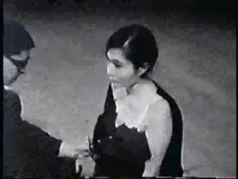 Yoko Ono - Cut Piece (1964-65) | Fluxus