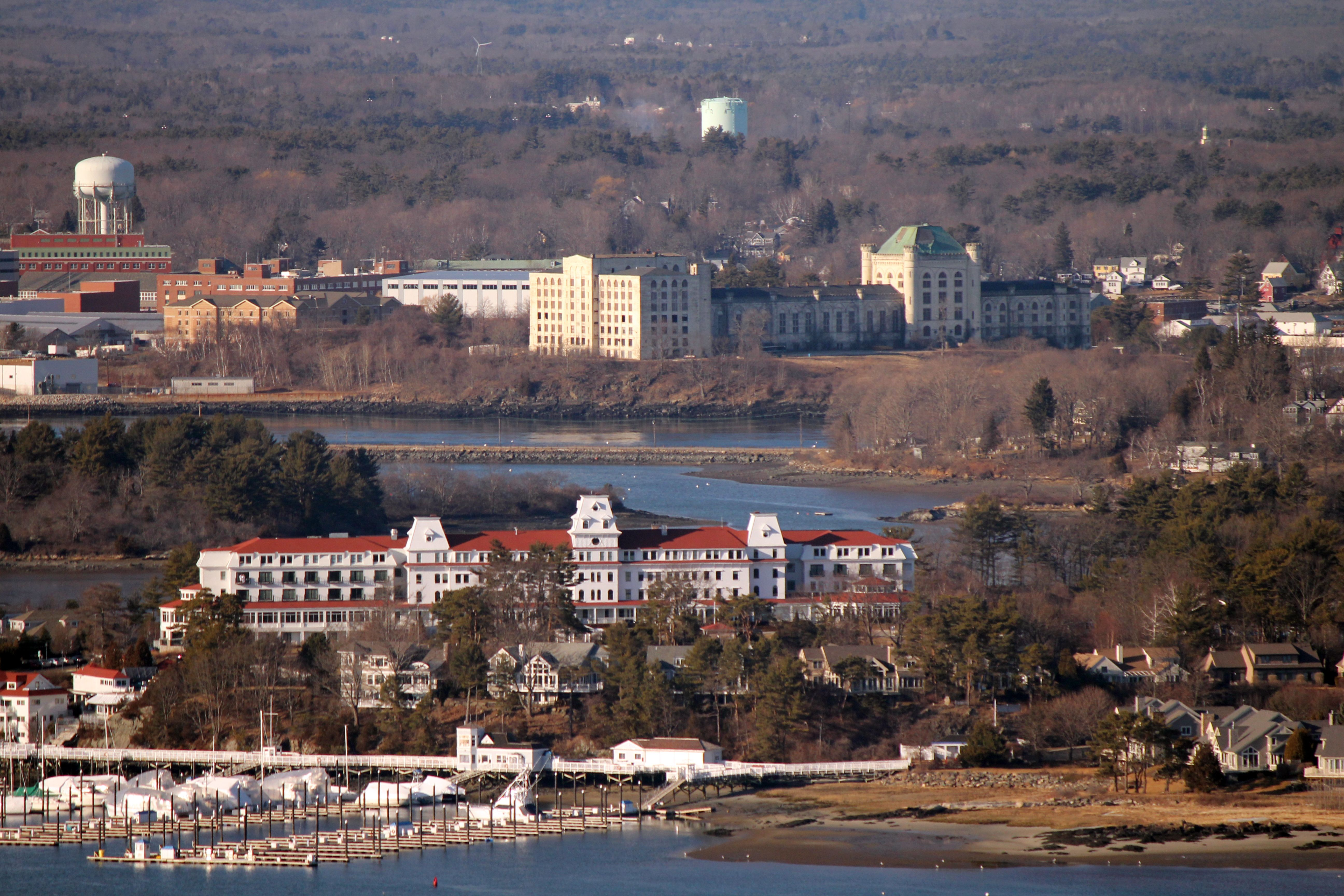 The Wentworth By Sea Hotel In New Castle Nh With Old Prison At Portsmouth Naval Shipyard Kittery Maine Background
