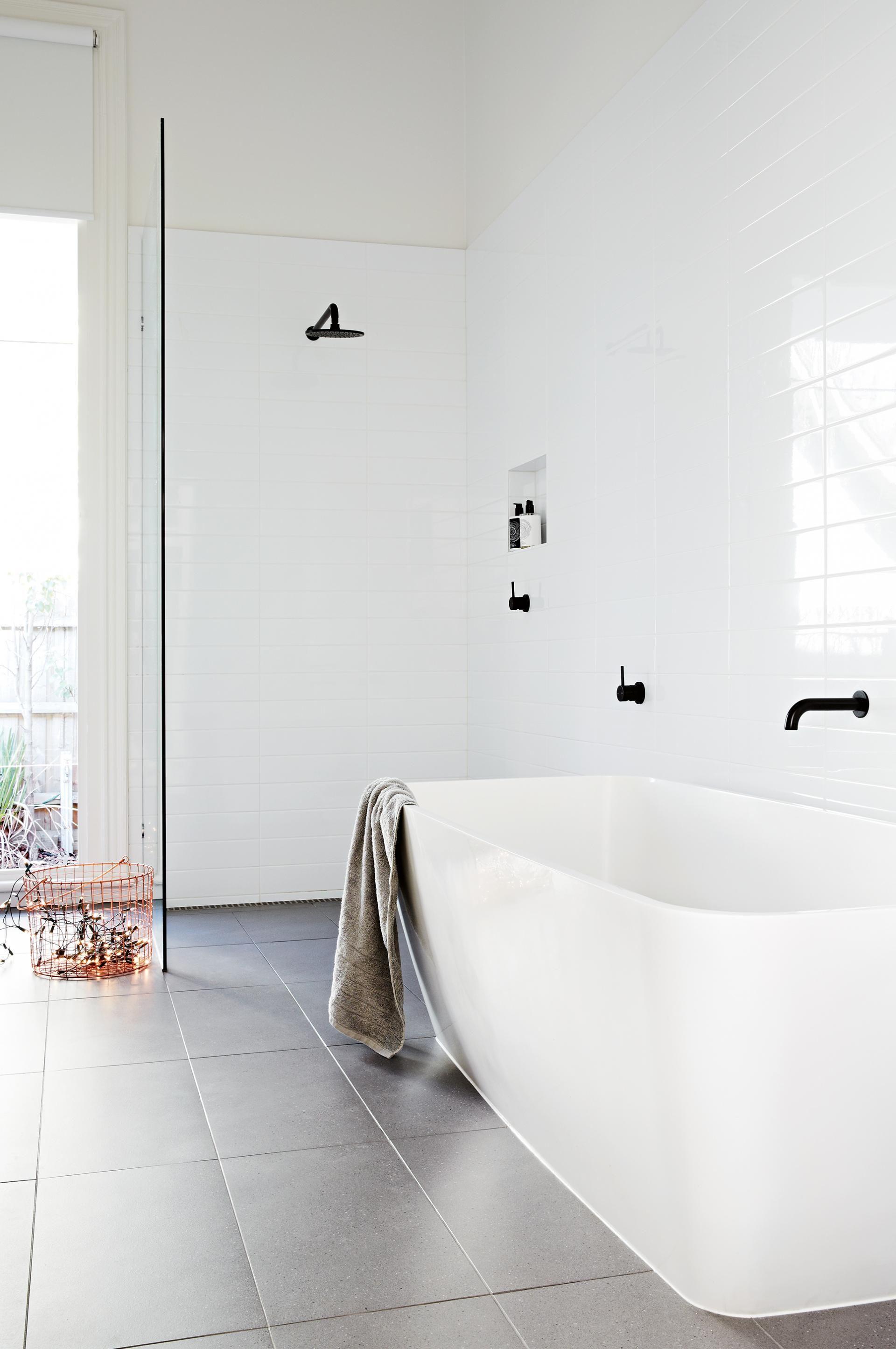 simple design white bathroom black tapware   Willen Lodge II Mood ...