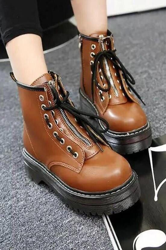 Fall winter fashion outfits. Casual classy chic vintage leather simple edgy comfy. #winterfashion #fallfashion #boots #streetstyle