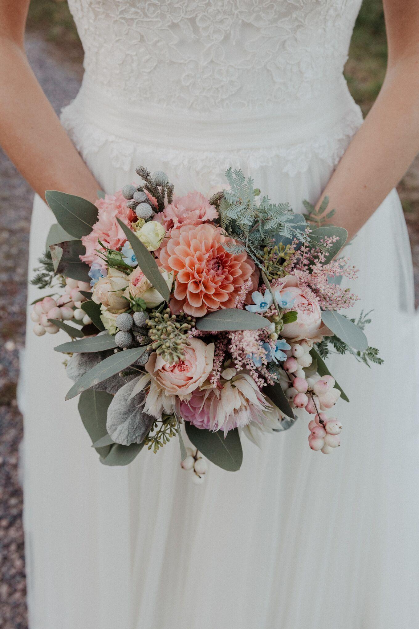 Brautstrauß bunt mit Eukalyptus, Brautstrauß Aprikosensommer # Brautstrauß #som …