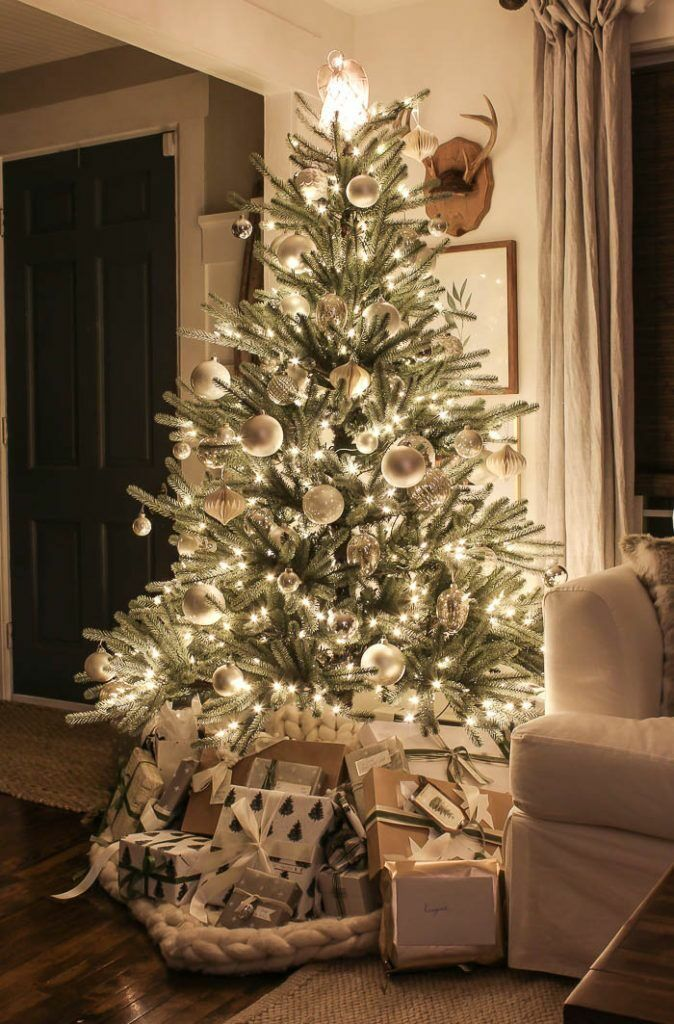 60+ Chic Christmas Tree Decorating Ideas That Will Bring Cheer - Page 33 of 99 - CoCohots #christmastreeideas