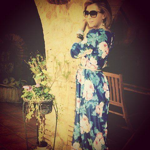 Maite con nuestro #vestido estampado de #flores #ribetedeorogirls #outfit #moda #nuevatemporada #fiesta #girls