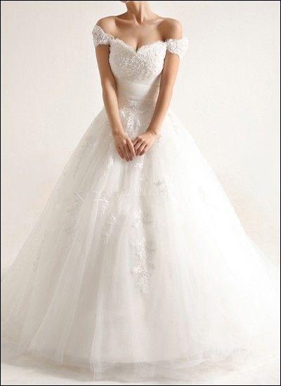 Carmen-style: feminine and romantic vintage-look bridal gown ...