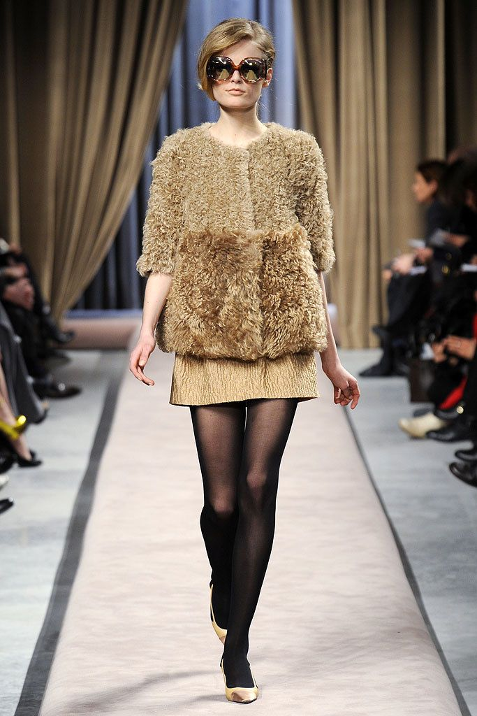 Giambattista Valli Fall 2010 Ready-to-Wear Fashion Show - Hanne Gaby Odiele (IMG)