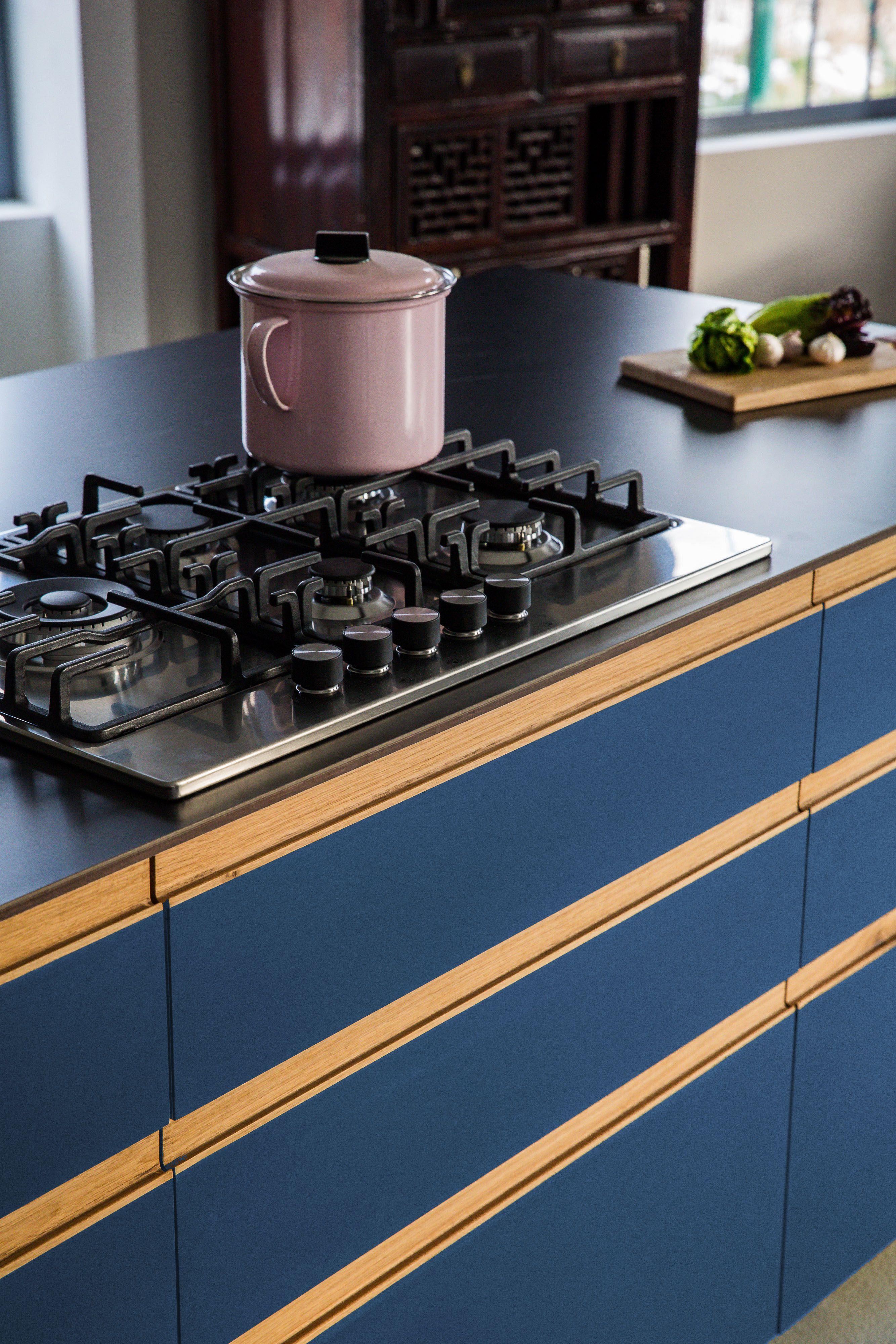 Design Blue St Linoleum Auf Multiplex Mit Griffleisten Aus Eiche Massiv Mit Bildern Kuchen Fronten Kuche
