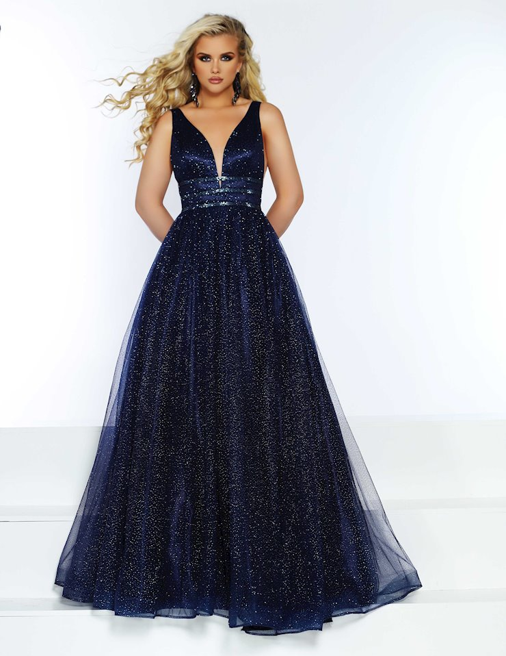 2cute Prom 20047 Bridal Boutique And Tux Shoppe Prom Style Prom Dresses Formal Dresses Long