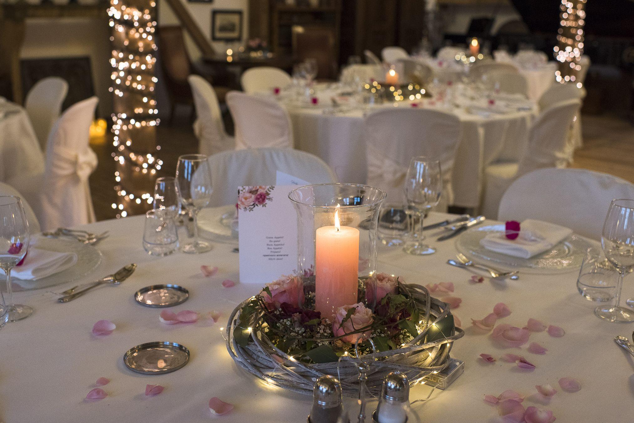 Pin Auf Blumenstrauss Hochzeitstische Und Deko