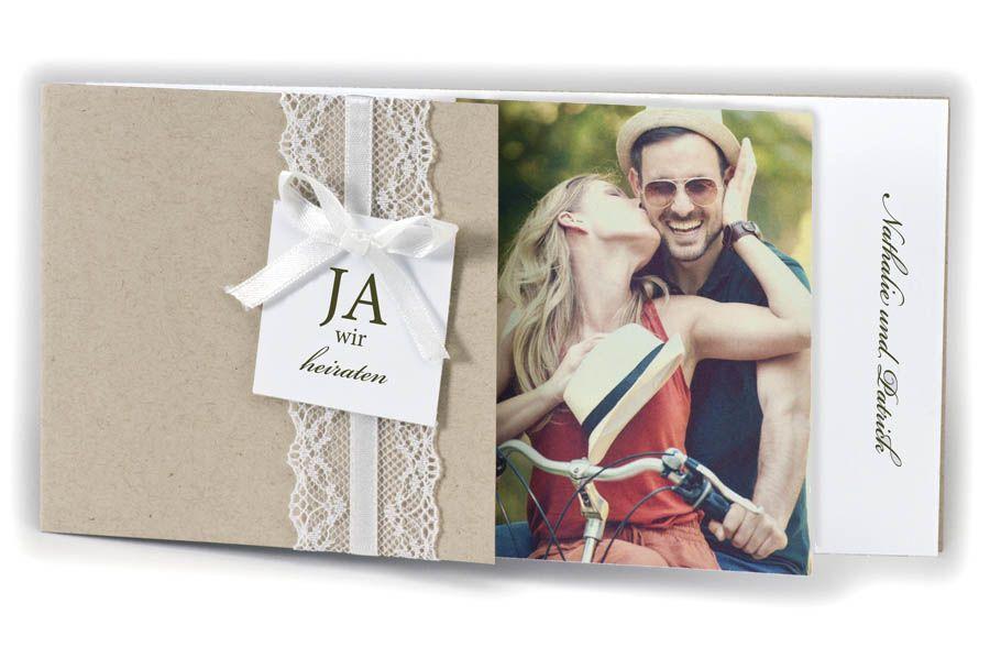 foto-einladungskarte aus naturkarton mit weißer spitze und