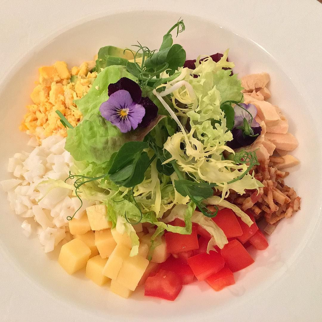 """Beverly Hills Hotel' Polo Lounge """"mccarthy Salad"""