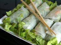 Rouleaux de printemps aux crevettes et à l'avocat et sauce pimentée - Recette par Chef Simon