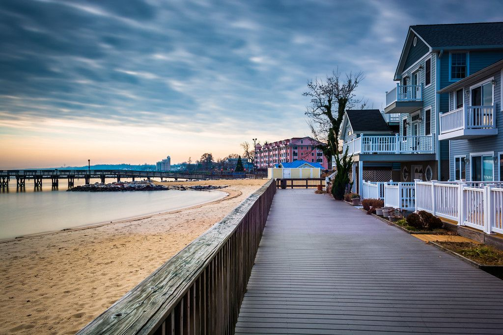 House On The Boardwalk And S Of Chesapeake Bay In North Beach