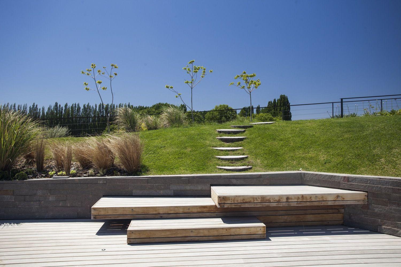 Galer a de casa rampa andr s remy arquitectos 13 arq for Jardineria al aire libre casa pendiente