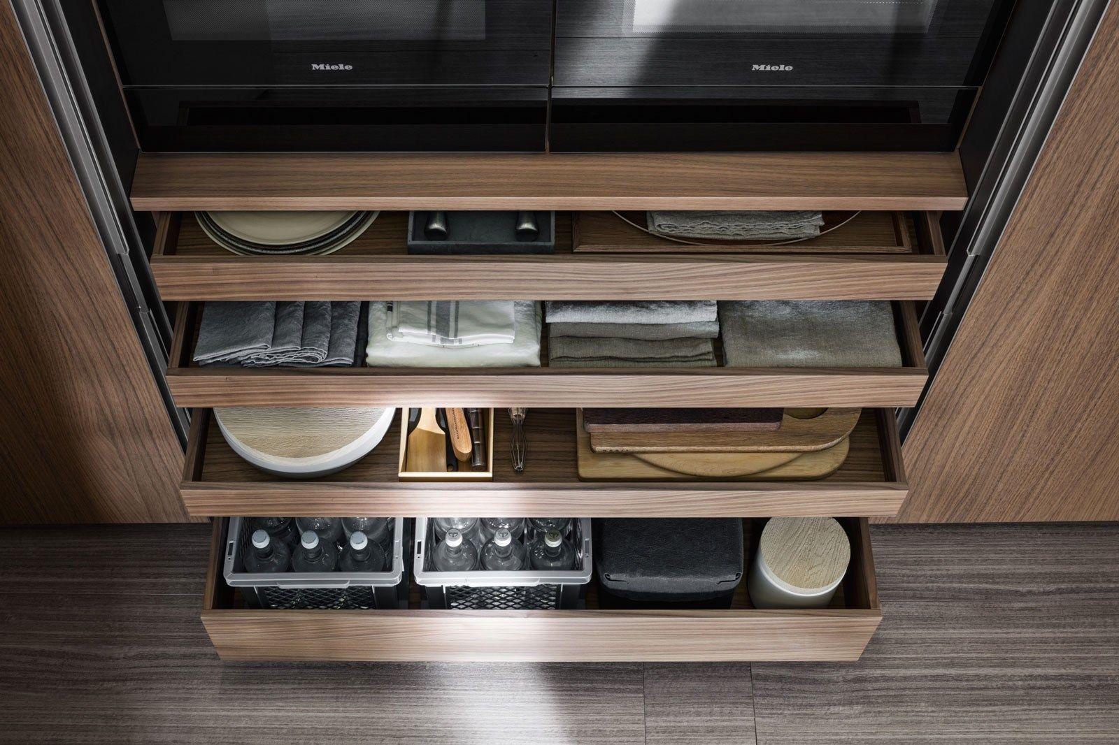 Vvd kitchen with island by dada design vincent van duysen