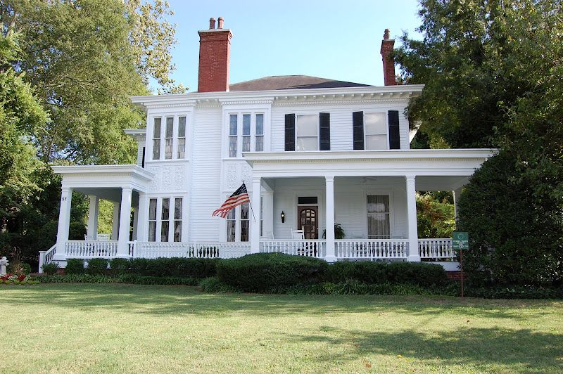 You Re A Grand Old Flag Touring Main Street America Historic Homes Southern Architecture My Dream Home