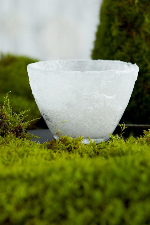 Et usko silmiäsi! Tämä hurmaava huurretuikku syntyyparista ruokalusikallisesta merisuolaa ja tilkasta vettä. Se näyttää jäältä, muttei sula.