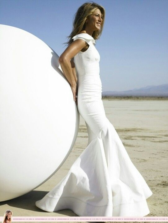 JA 4 HB... i too always wear ball gowns on gorgeous beach days ... 34058b6ee493