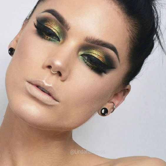Green + Gold Makeup Ideas for Inspiration #goldmakeup