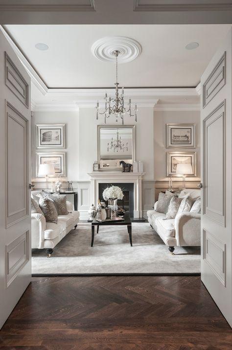 La Luce Soffusa E Dolce Che Le Boiserie Conferiscono Al Salotto È New Classic Living Room Interior Design Ideas Design Decoration