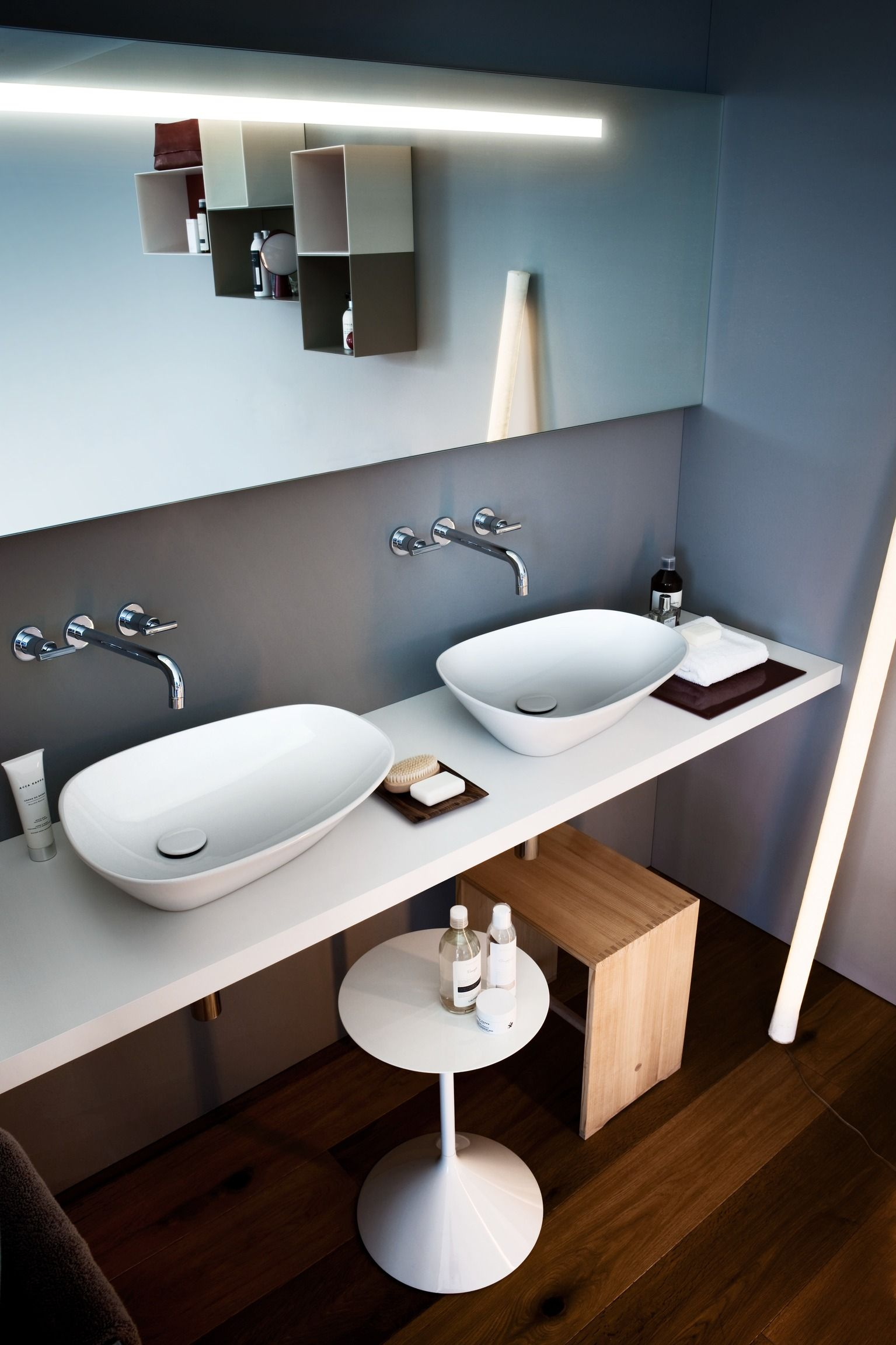 Vonios Interjeras Laufen Kolekcija Palomba Waschbecken Badezimmer Dekor Bad Tisch