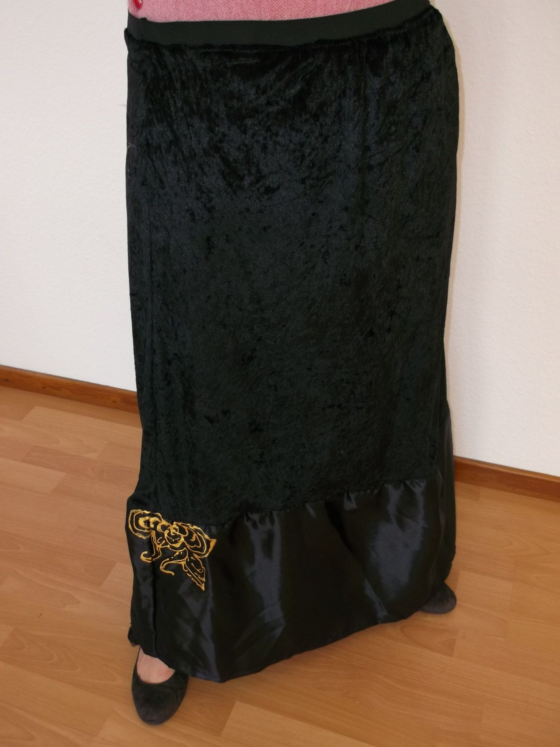 artificial velvet and synthetic skirt size L. - pinned by pin4etsy.com