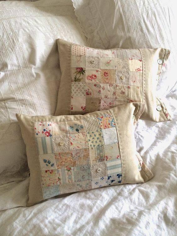Romantici cuscini con riporti in tessuto provenzale lo - Copridivano stile provenzale ...