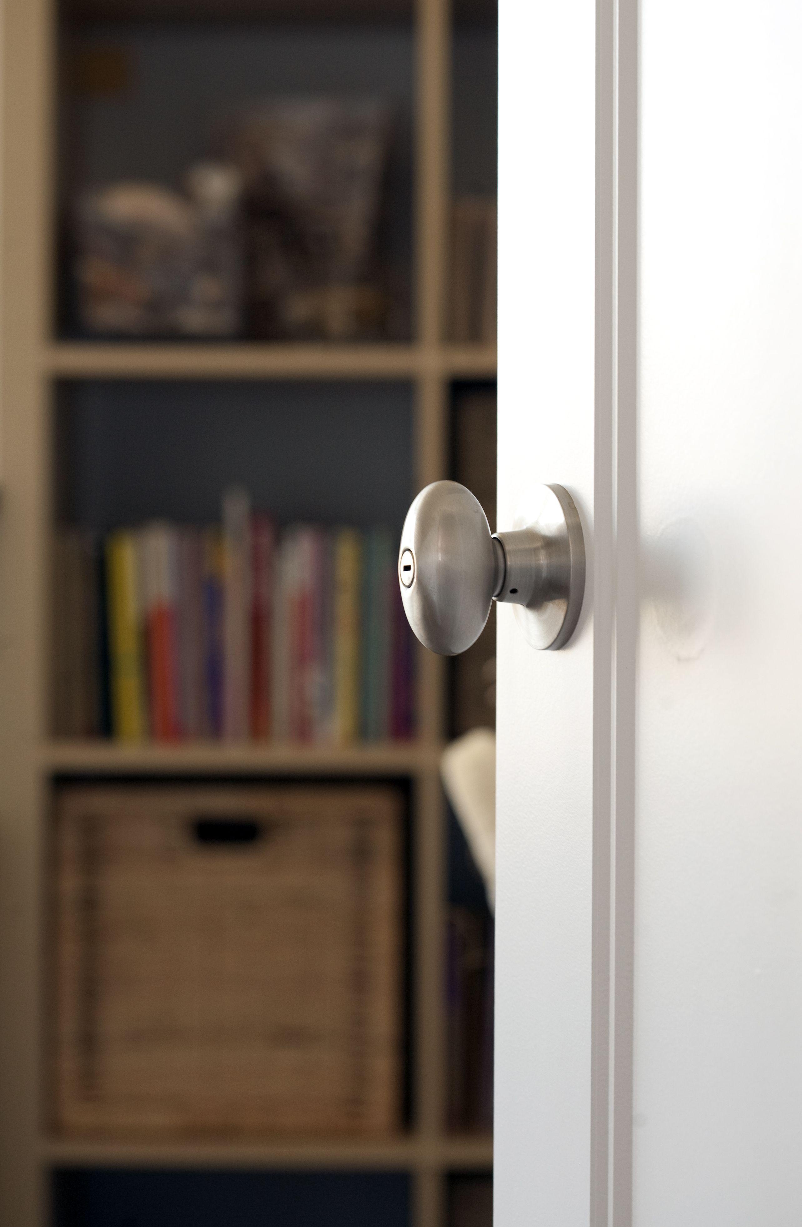 Sure Loc Hardware, Inc. Egg Shape Door Knob Contemporary Series Arapaho  Knob Satin