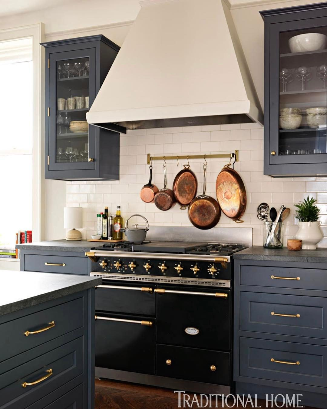 hang kitchen cabinets this mixture of navy and brass has us drooling here 1557