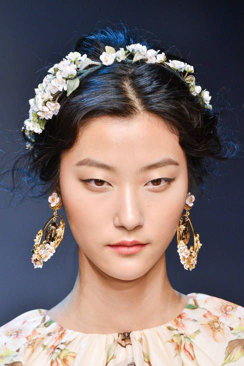 Dolce Gabbana Spring 2014 Ready To Wear Beauty Floral Accessories Hair Dolce And Gabbana Makeup Floral Hair
